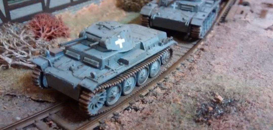 Der ganze Zug Panzer im Vormarsch...