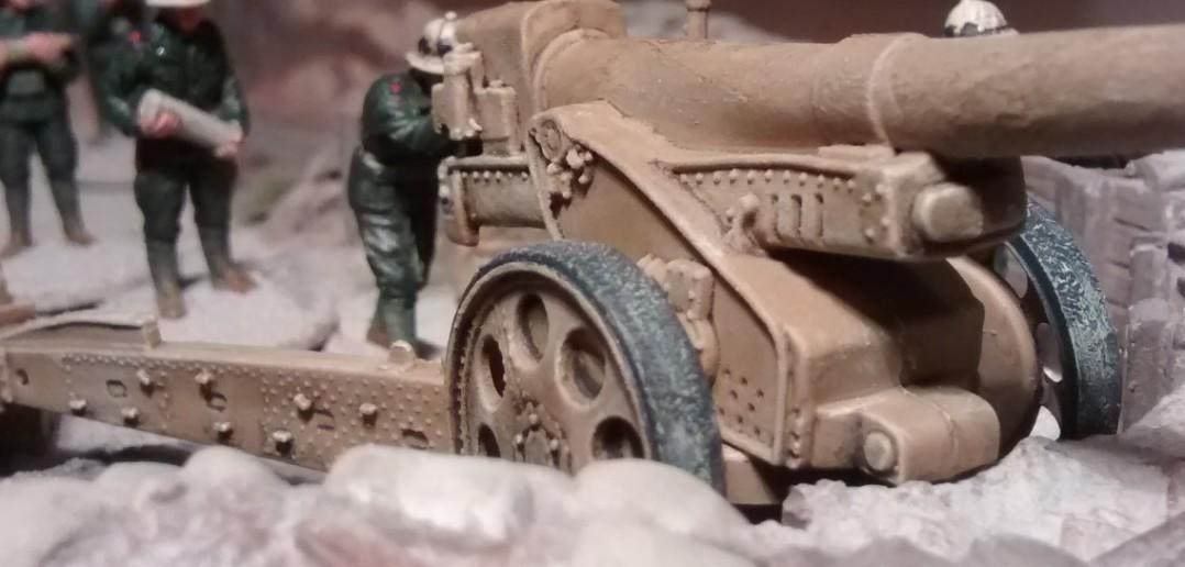 Die  Cannone da 149/40 modello 35 erinnert optisch an die ungeschlachten Stahlungetüme aus dem ersten Weltkrieg.
