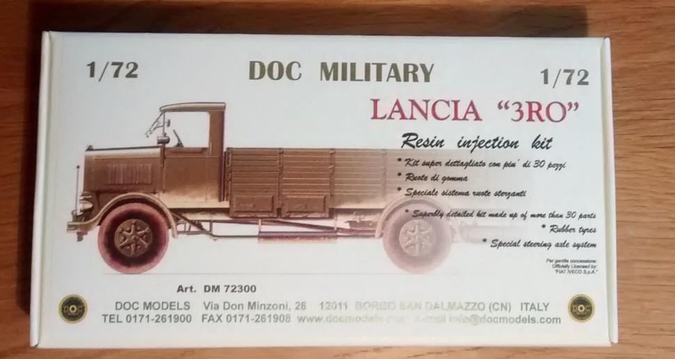 Die etwa A6 große Verpackung des DOC Military 72300 LANCIA 3RO ohne Verdeck