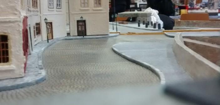 Das Hafenviertel von Saint-Aubin-Sur-Mer wurde mit dem im Oktober 2015 entstandenen Diorama Streifen ( 4,20m x 0,60m ) errichtet. Enge, gewundene Straßen von der Rampe am Strand bis hinein in die Altstadt von Saint-Aubin-Sur-Mer charakterisieren das Hafenviertel.