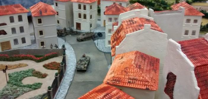 Im Hintergrund erkennbar: der Vormarsch des Spielers der deutschen Seite setzt sich in allen Straßen von Saint-Aubin-Sur-Mer fort.