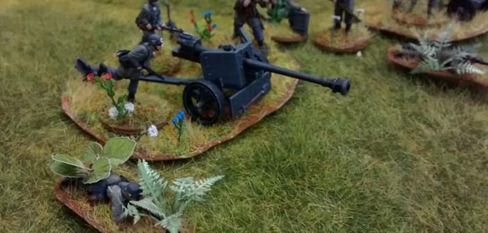 Vom gleichen Modellbauer: Figuren und Modelle eines deutschen Panzerabwehrzugs. Reichlich Farn und Grün auf den Bases beleben das Bild sehr angenehm. Auch hier wurden die Figuren mit zahlreichen, teils winzigsten Details ausgeschmückt.