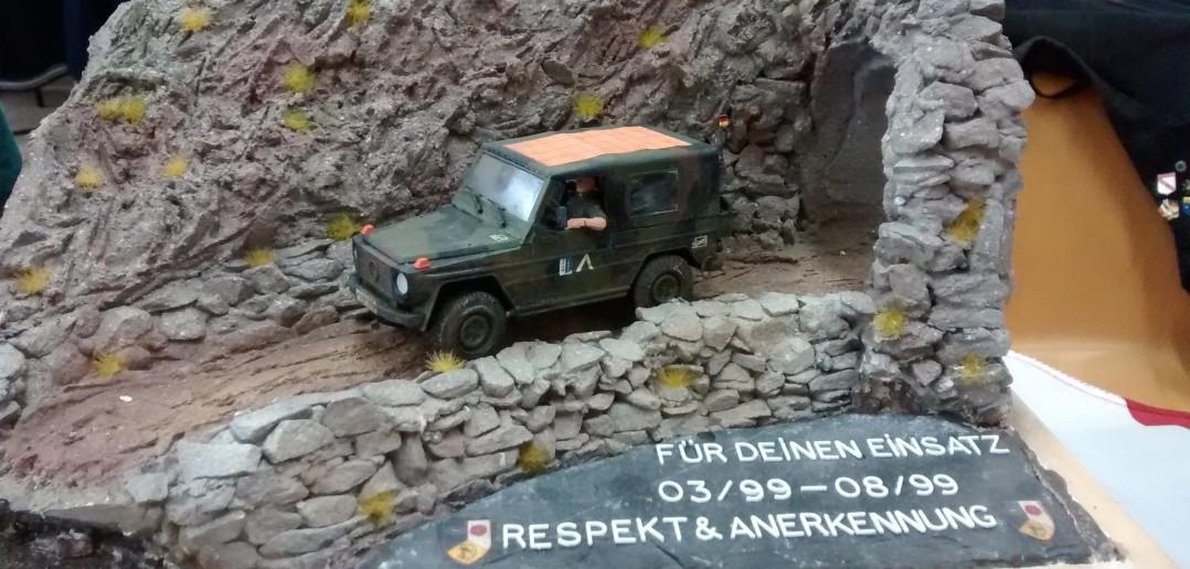 Diorama mit dem SFOR Wolf zum Gedenken an einen Bundeswehreinsatz