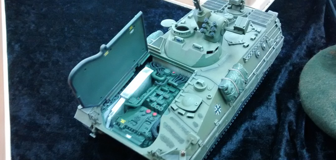 Bundeswehr Schützenpanzer Marder mit geöffnetem Motorenraum