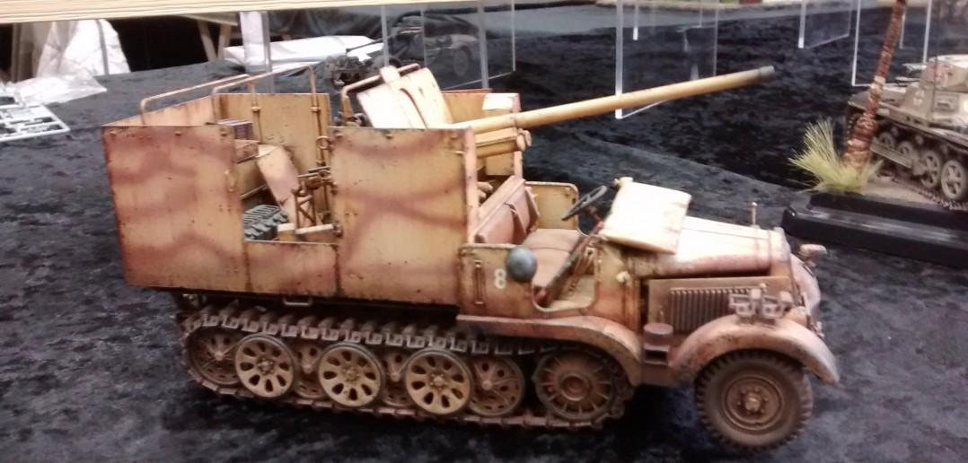 Russische Beutepak 7,62cm auf Halbkette mit Panzeraufbau