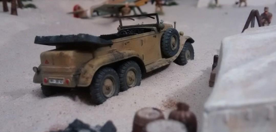 Rommel ist zu Besuch. Sein Mercedes G4 parkiert ebenfalls allhier.