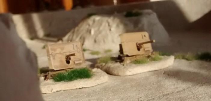 Vorderansicht der beiden QF 2-Pfünder-Pak von Zvezda.