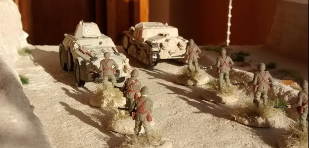 Autoblinda 43 und Semovente 75/18 im gemeinsamen Einsatz