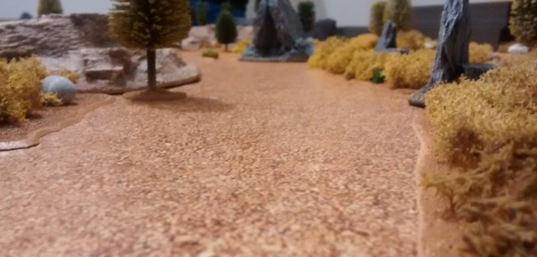 Die Straße auf dem Spielfeld.