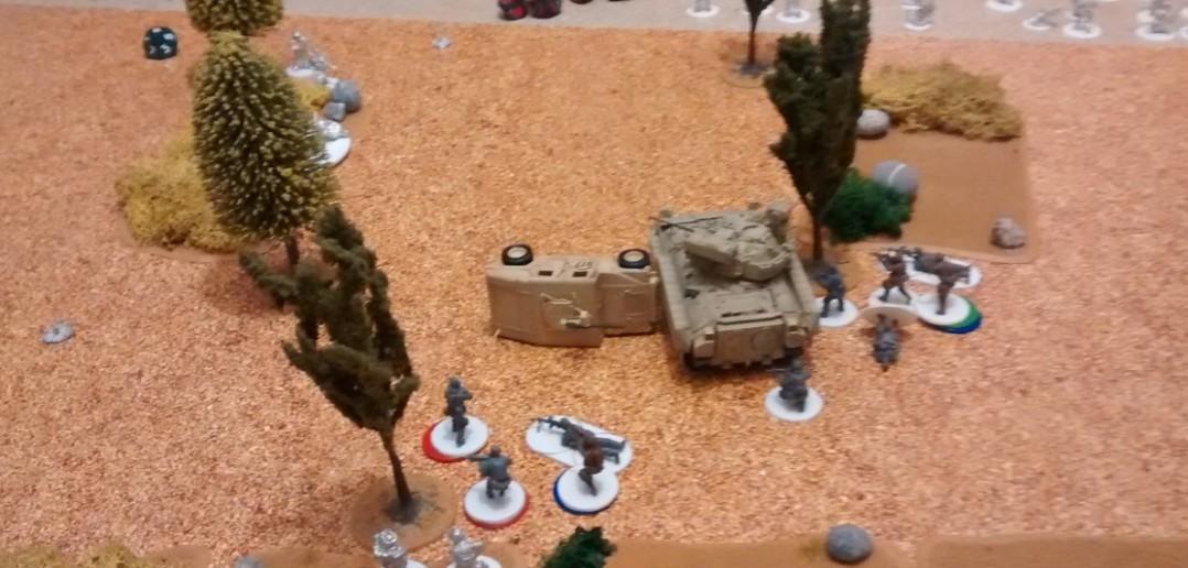 Die Sache mit dem Hinterhalt wurde den Amis ein wenig zum Verhängnis: ein Bradley Schützenpanzer und der HMMWV fielen den RPG-7 und anderen Tank-Bustern der Taliban zum Opfer. Etliche Privates auch.