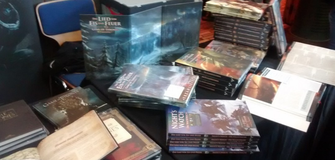 Bücherstände bieten viel Lesenswertes für den Fantasy-Gamer.
