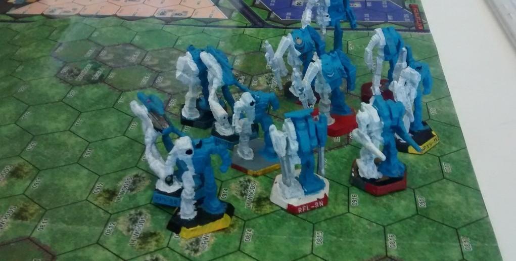 Und ein paar fiese weiss-blaue Gesellen sind auch gleich dabei...