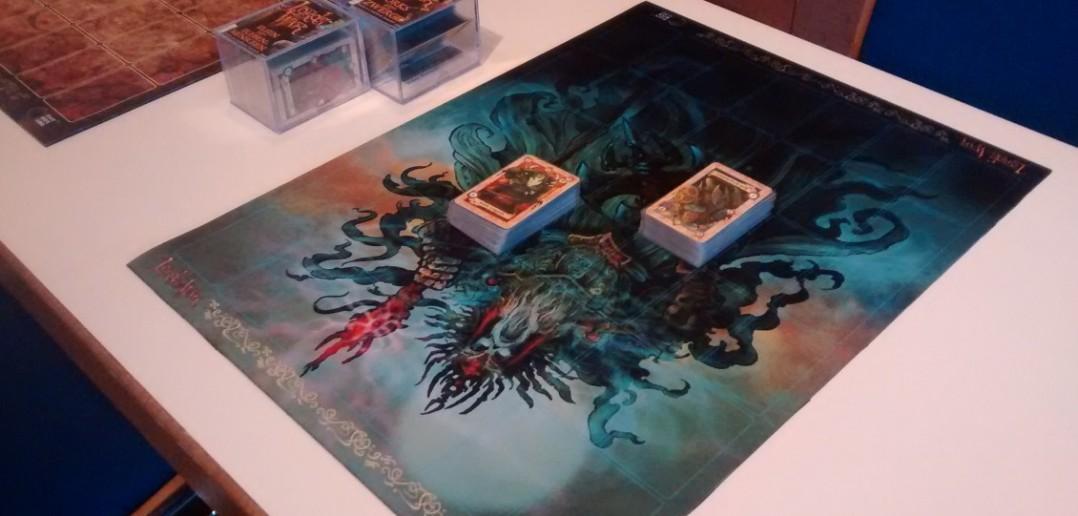 Spielfeld des Lords-of-War Trading-Card-Game von Black Box Games in Großbritannien.