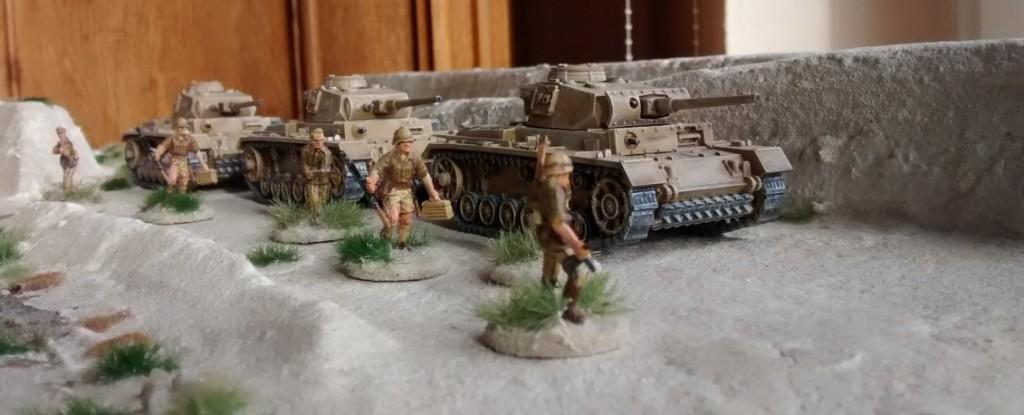 20mm-Minis mit einer Base-Belegung mit feinstem Chinchilla-Sand.