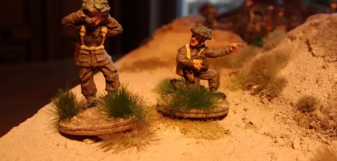 Artilleriebeobachter bei der Zielmeldung an die batterie