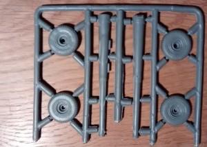 Gussast 3: Rohr und Räder mit Luftreifen.