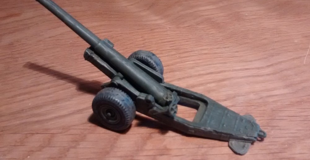 Ansicht der Strelets A004 6-Inch Mark XIX Cannon von seitlich seitlich Links