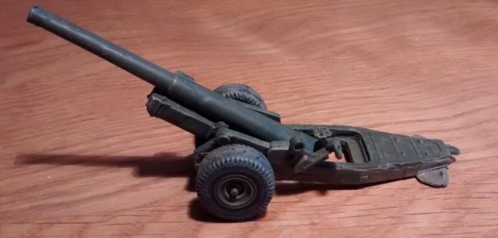 Ansicht der Strelets A004 6-Inch Mark XIX Cannon von Links