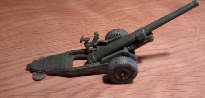 Ansicht der Strelets A004 6-Inch Mark XIX Cannon von Rechts