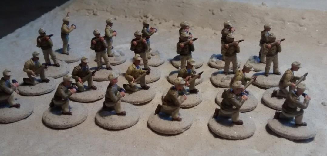 """Für die Bedienung meiner gezogenen Paks des DAK in meiner Afrika-Armee nutzte ich die Bedienmannschaften der PSC-Bausätze """"German Panzer 38(t) and Marder Variants"""". Ich finde, der Wüstenfrack steht ihnen nicht schlecht."""
