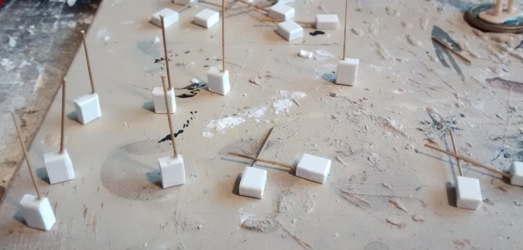 Die Rohlinge der Funkgeräte aus Plastic-Sheet.