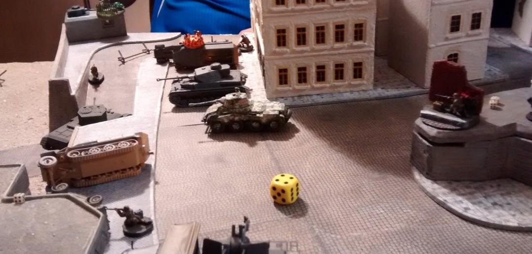Üble Sache mit dem deutschen Nachschub. Puma und Panzer IV lassen den Cromwell nicht durch.