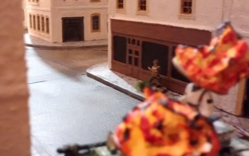 Der 1-Mann-Stoßtrupp will dem zweiten Tiger an den Kragen. Hinter ihm um die Häuserecke lauern schon die Kanadier mit einem schweren Mörser.