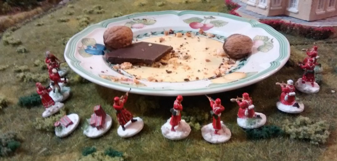 22:41 Uhr: die letzten weihnachtlichen Plätzchenvorräte gehen zur Neige, auch wenn sie von den Weihnachtsschützen bis aufs Messer verteidigt wurden. Der Kampf zehrt an den Nerven, was nur durch eine erhöhte Zufuhr von Schokolade kompensiert werden kann.
