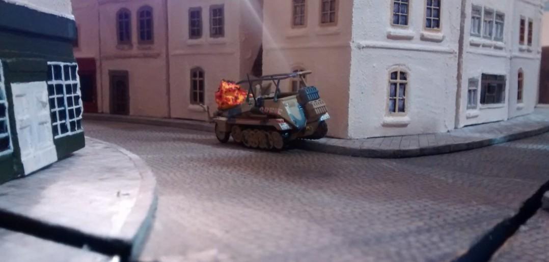 The show is over. Die deutsche Wehrmacht zieht sich aus der Altstadt zurück.