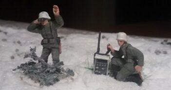 Deutsche Infanterie mit weißer Winterbekleidung an der Ostfront