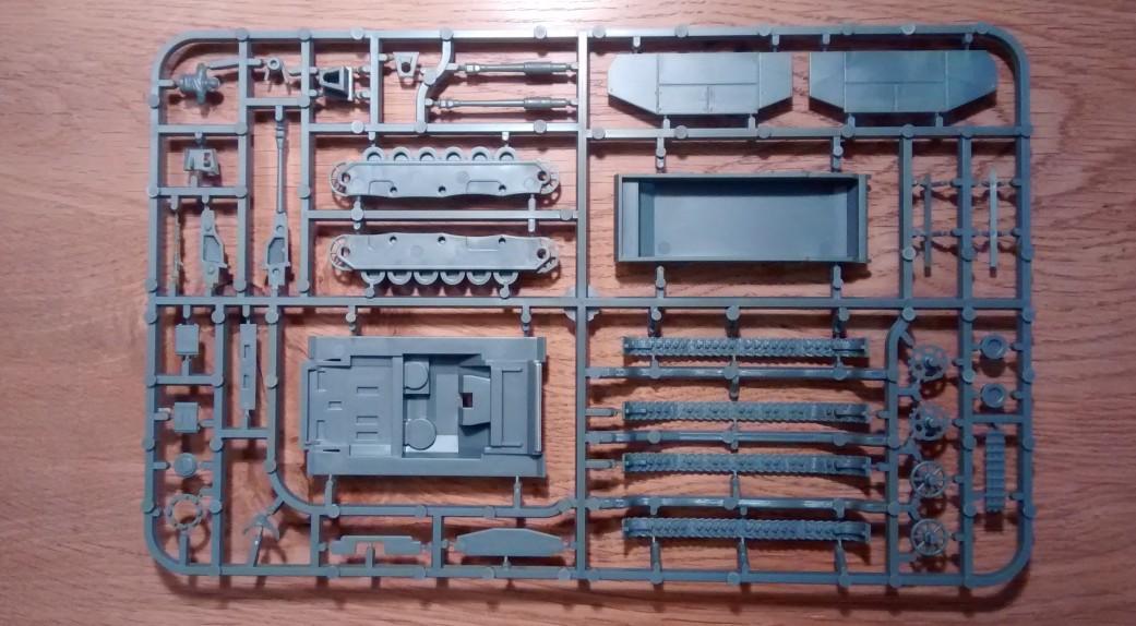 Die Rückseite des einzigen Gussastes des PSC-Bausatz StuG III