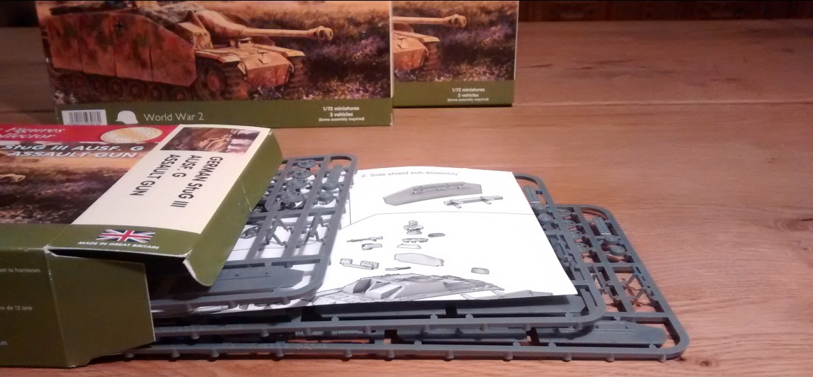 Unboxing the StuG: Das Sturmgeschütz von PSC kommt recht übersichtlich daher.