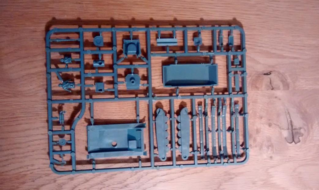 Die vereinfachten Teile des Bausatzes des T-70 auf dem Bitz.