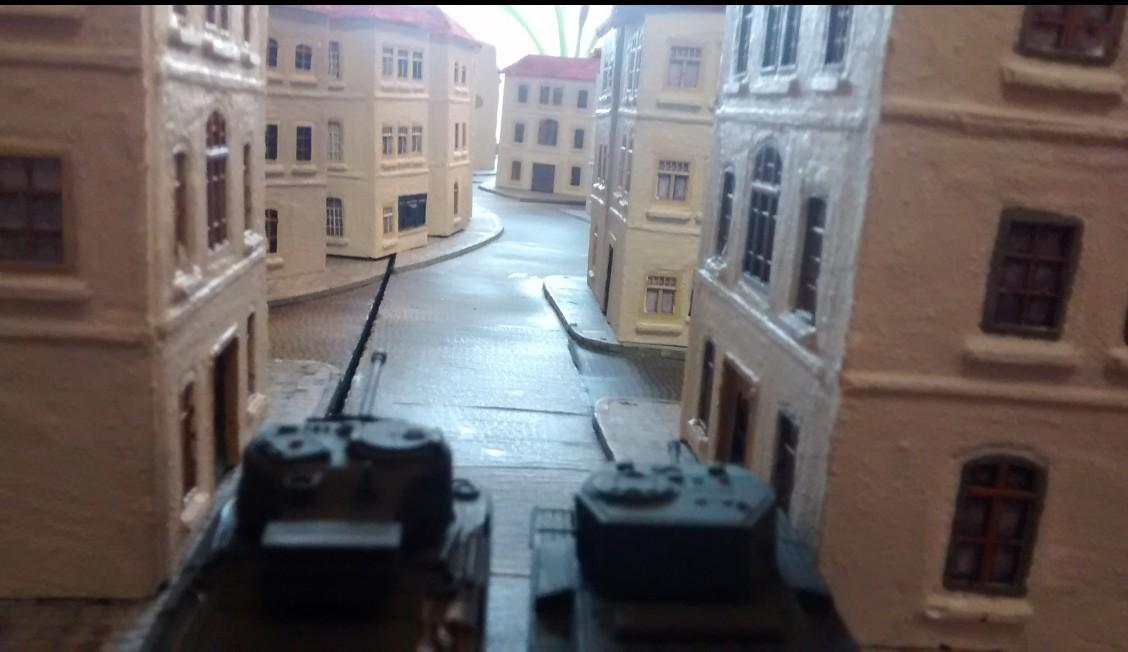 Ausgangsposition von Sherman Firefly und einem Cromwell.