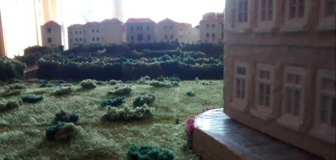 Vom Chateau Tailleville aus betrachtet schlummert der Badeort noch.