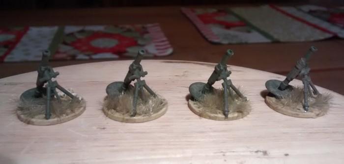 Schwere Mörser in Schnee und Steppe. Von PSC Plastic Soldier Company (Late War German Infantry Heavy Weapons) und Matchbox (British Infantry and the like)