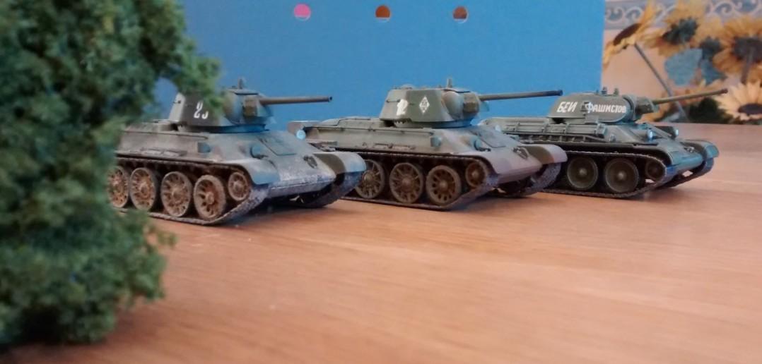 Hier drei T-34/76.