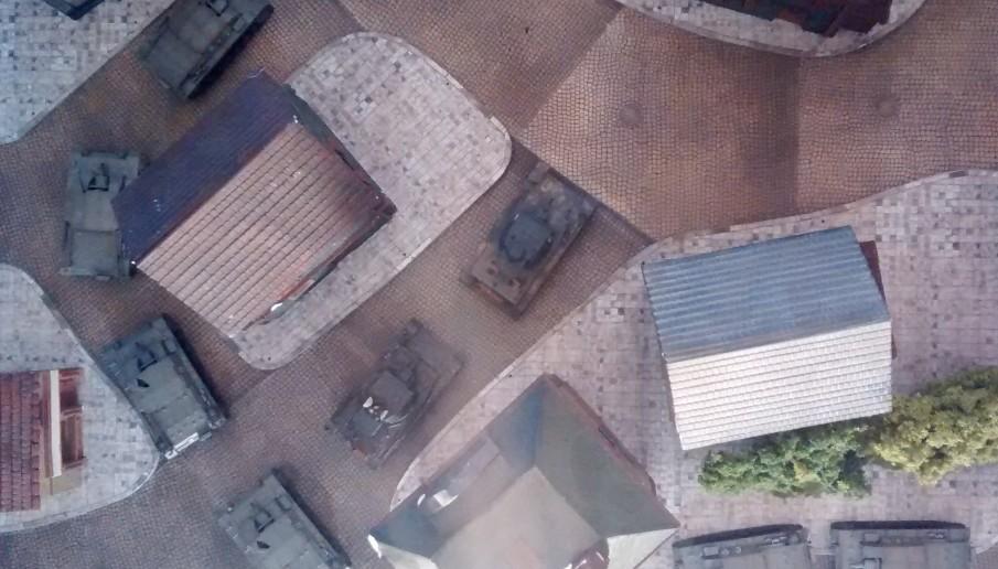 Für eine Umfassung und den Kampf in der Stadt eignen sich mehr die Panzer IV mit dem schwenkbaren Turm.