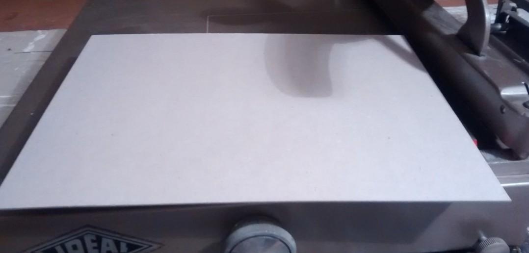 Der Roh-Karton mit 1,5 mm Dicke.