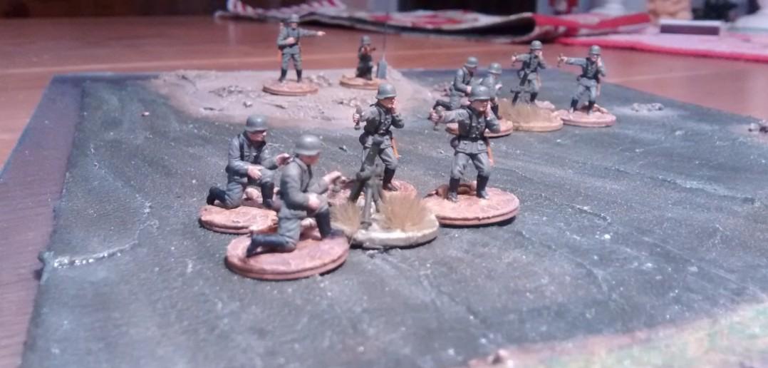 Bedienmannschaft der beiden 81mm-Mörser aus dem Set Matchbox P5003 German Infantry.