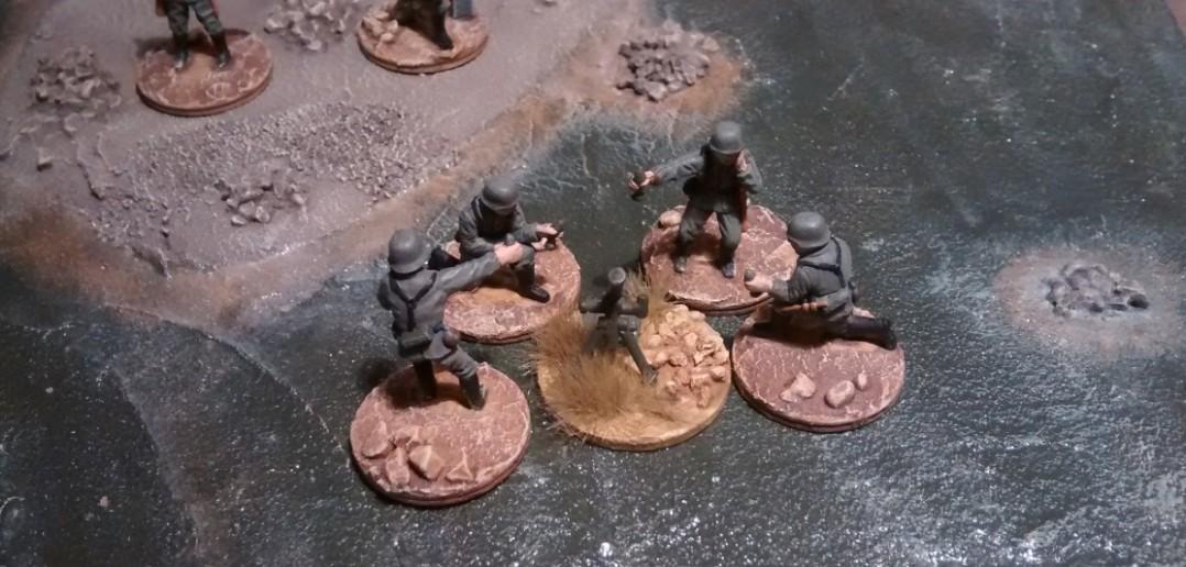 Erster 81mm-Mörser mit 4 Mann Bedienung.