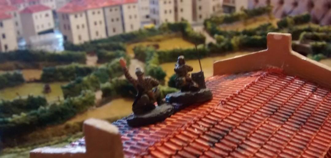 Auf dem Chateau ist ebenfalls ein Artilleriebeobachtungstrupp (Offizier und Funker) aktiv.