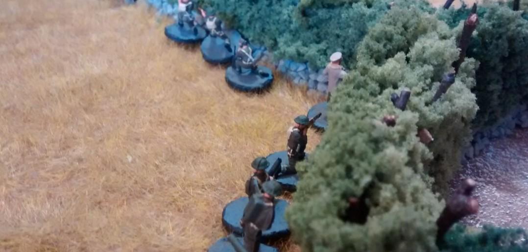 Der zweite kanadische Trupp entschließt sich, dem im Kampf befindlichen ersten Trupp zu Hilfe zu eilen - vor allem auch um den schweren Mörser wieder zu bemannen.