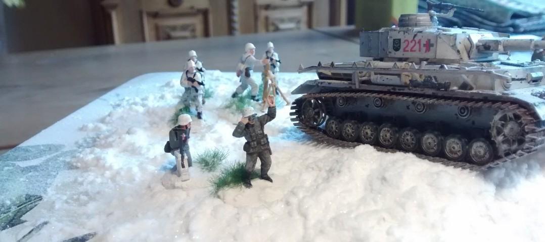 Die Herren Artilleriebeobachter auf der Suche nach lohnenden Zielen.