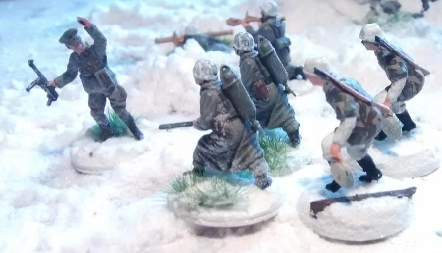 Einer der 5er-Pionier-Trupps übt gleich mit.