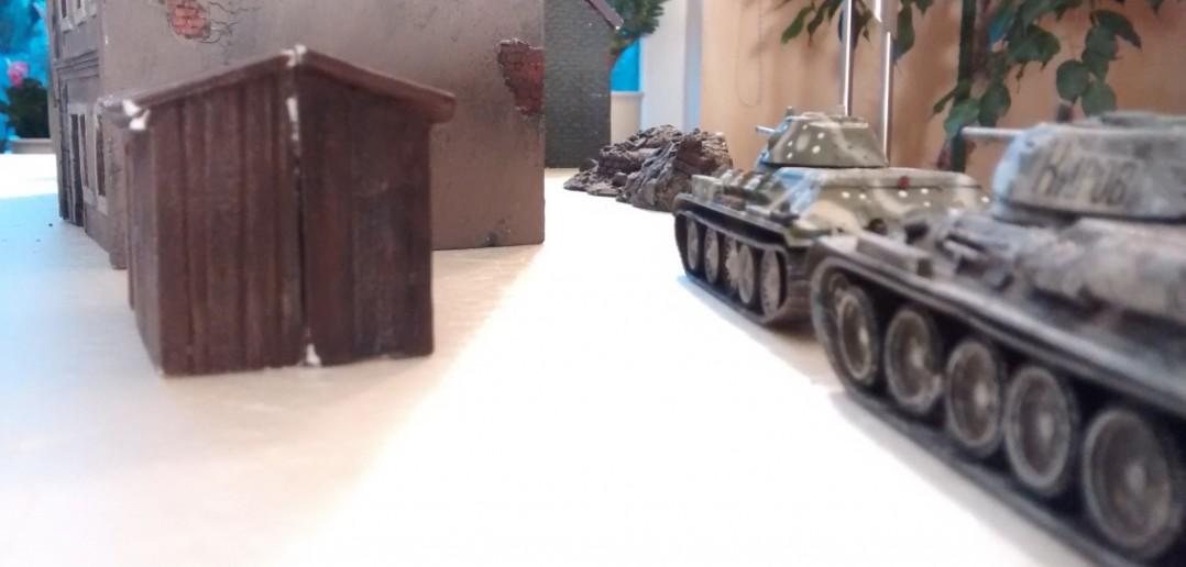 Die T-34/76 können über mehrere Trassen angreifen.  Die StuG III alleine können keine der Kampfgruppen aufhalten.