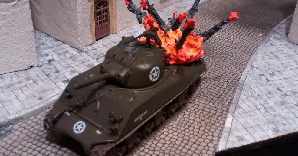 Auf dem Sherman-Panzer  kommt der dritte Treffermarker zum Einsatz.