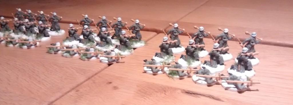 Die 36 überzähligen Panzerabwehrschützen. Hier noch mal angetreten. Aus jedem der drei Bataillone des Regiments sind es zwölf Mannen.
