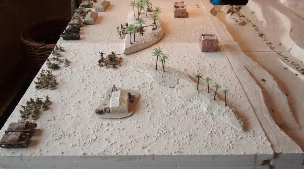 Die Stellungen der Achse.  Die italienische 90mm-Flak dominiert die Ausfahrt aus dem Wadi Tarfaui. Klar, dass hier erst mal ein Infanterieangriff erfolgen muss, da sonst die Ausfahrtrampe schnell mit abgeschossenen Tanks verstopft wird.