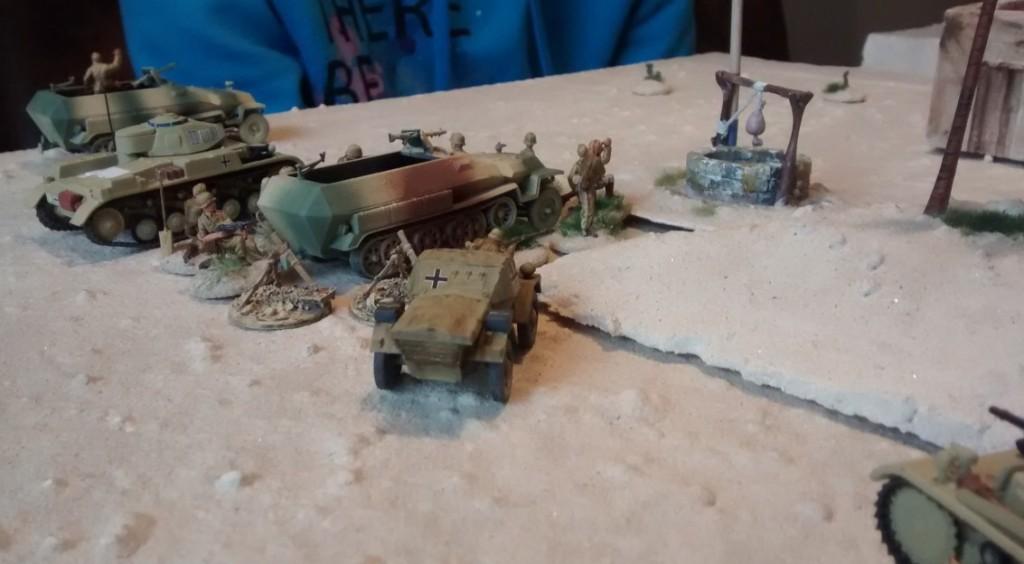 Eine wichtige Position wird die Mörserstellung im Wadi Tarfaui werden. Sofageneral Klotzpanzer mobilisiert seine beiden schweren Infanterietrupps. Zur Feuerleitung schickt er den ABF Daimler Dingo mit. Die übrigen Artilleriebeobachtungstrupps unterstehen Sofageneral Sturmi, der diese in den Dünen in Stellung gehen lässt.